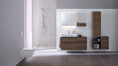 Bathroom with Geberit Sigma21 in white glass
