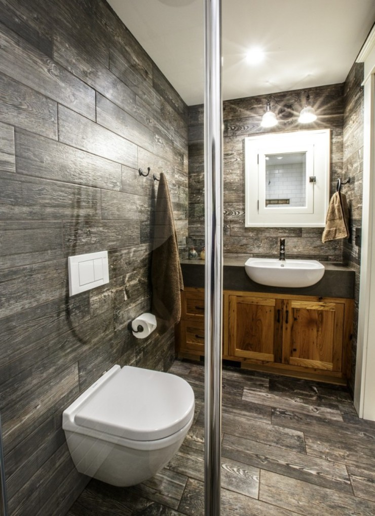 San Clemente bathroom with Geberit Sigma01 flush plate and floor-mounted toilet