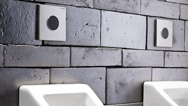 Urinal with Type 10 Hands-free Flush Plate